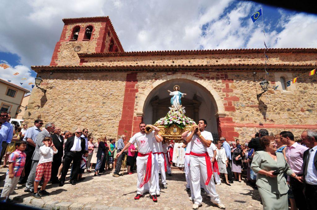 Fotografía de las fiestas patronales de Bronchales en el Dia de la Virgen.