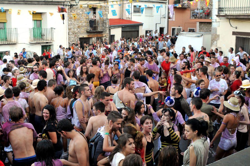 Fotografía del acto más conocido de las fiestas patronales de Bronchales: la tradicional Sopeta